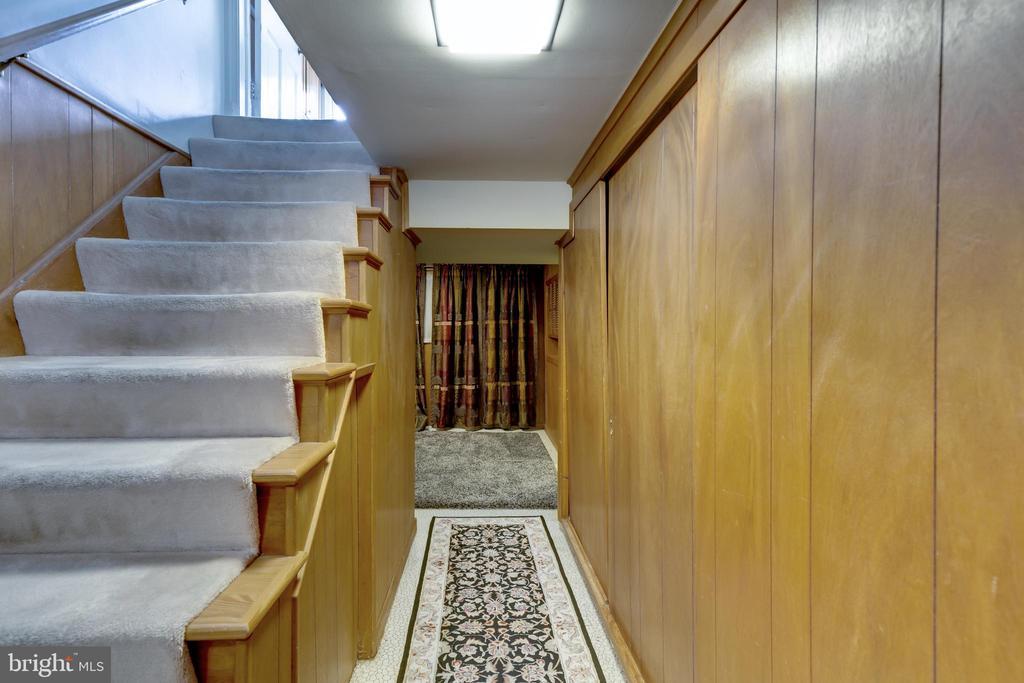 5 rooms in the basement. - 2401 N VERNON ST, ARLINGTON
