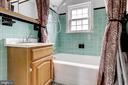 Upstairs full bathroom. - 2401 N VERNON ST, ARLINGTON