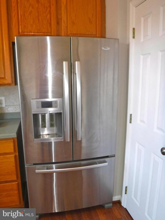 Upgraded SS double-door refrigerator - 12062 ETTA PL, BRISTOW