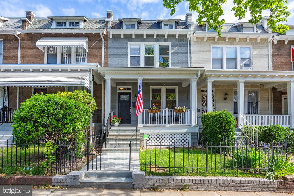 - 1522 D ST NE, WASHINGTON