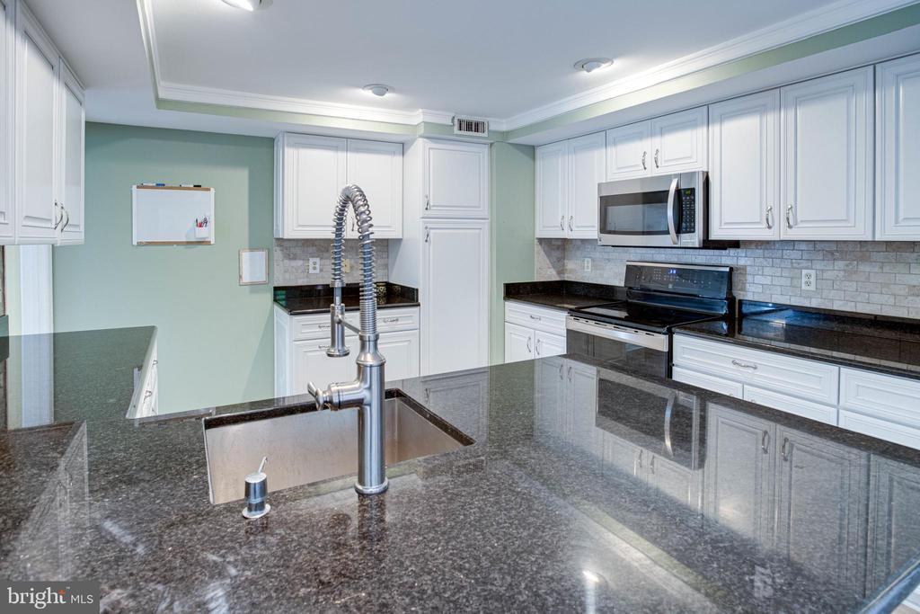 Kitchen with Stainless Steel Undermount Sink - 1542 DEER POINT WAY, RESTON
