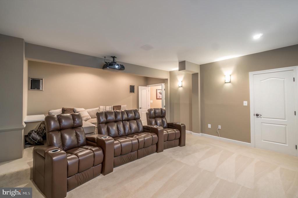 Stadium floor seating and Epson projector - 5400 LIGHTNING DR, HAYMARKET
