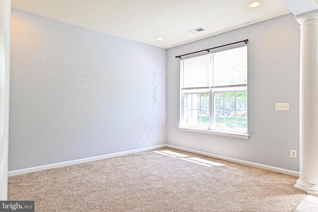 Office or bonus space on main level front of house - 22944 ROSE QUARTZ SQ, BRAMBLETON