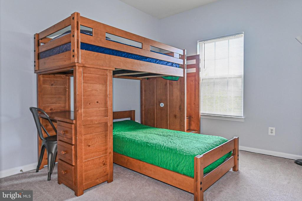 Bedroom 2 with closet on top level - 22944 ROSE QUARTZ SQ, BRAMBLETON