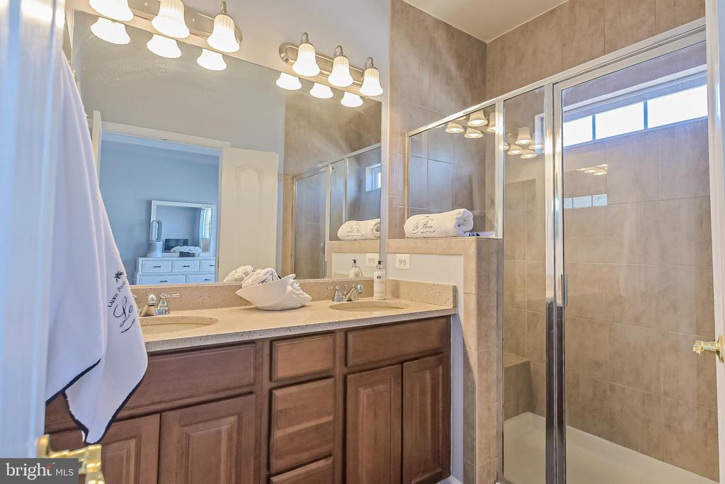 Master bath with separate shower and toilet - 22944 ROSE QUARTZ SQ, BRAMBLETON