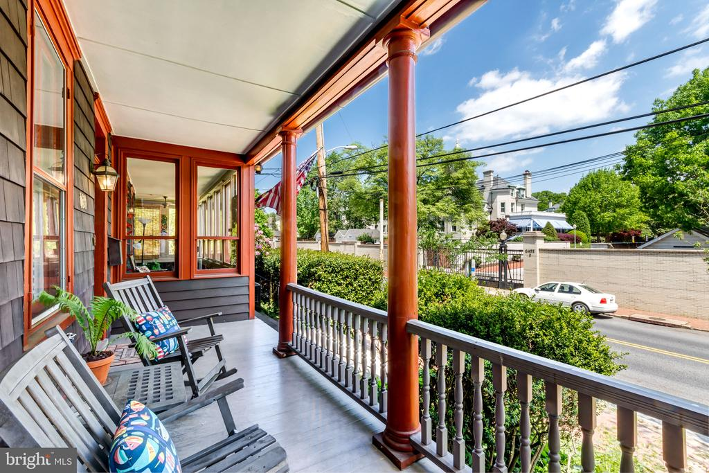 Beautiful front porch to watch passerbys - 169 KING GEORGE ST, ANNAPOLIS