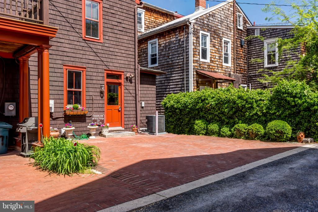Rear brick parking pad for 2 cars - 169 KING GEORGE ST, ANNAPOLIS