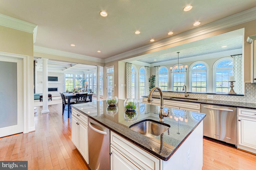 Wide open layout perfect for entertaining! - 14732 RAPTOR RIDGE WAY, LEESBURG