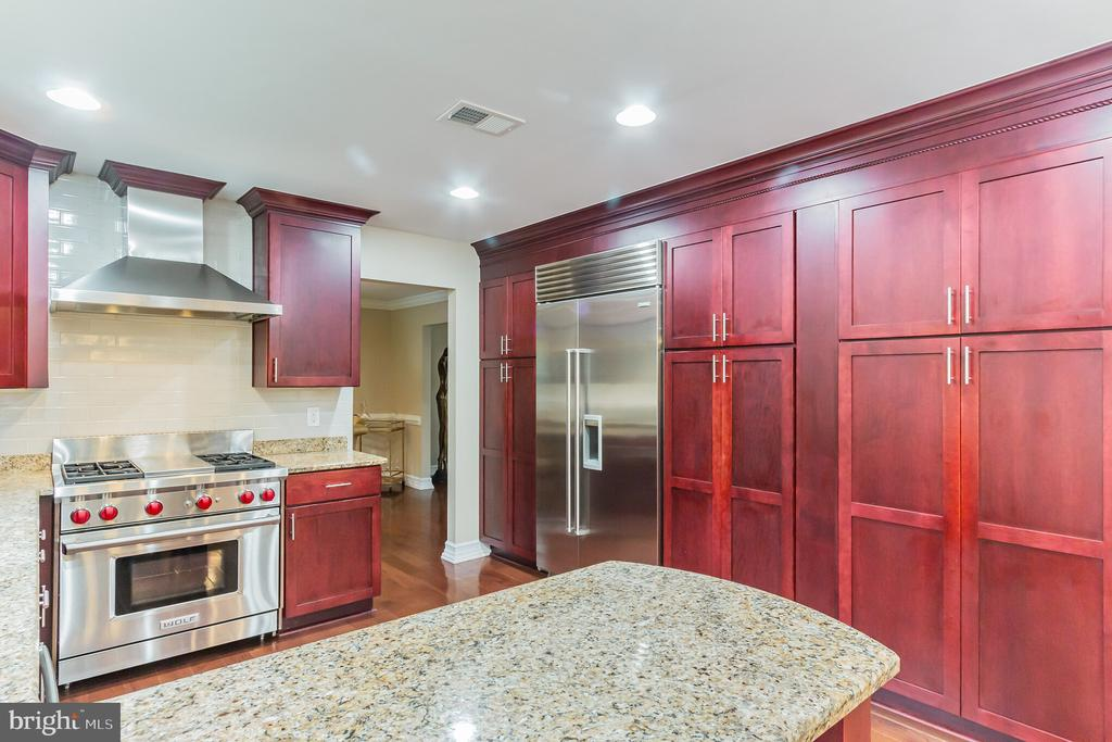 Gourmet Kitchen - 7613 DWIGHT DR, BETHESDA