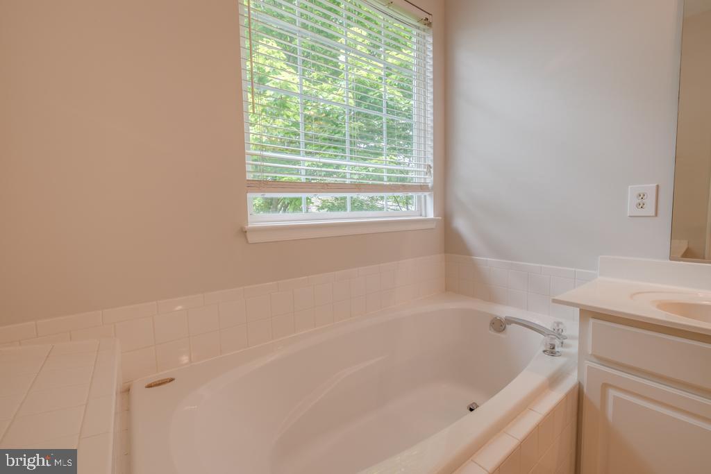 Master Bathroom - 13335 TIVOLI FOUNTAIN CT, GERMANTOWN