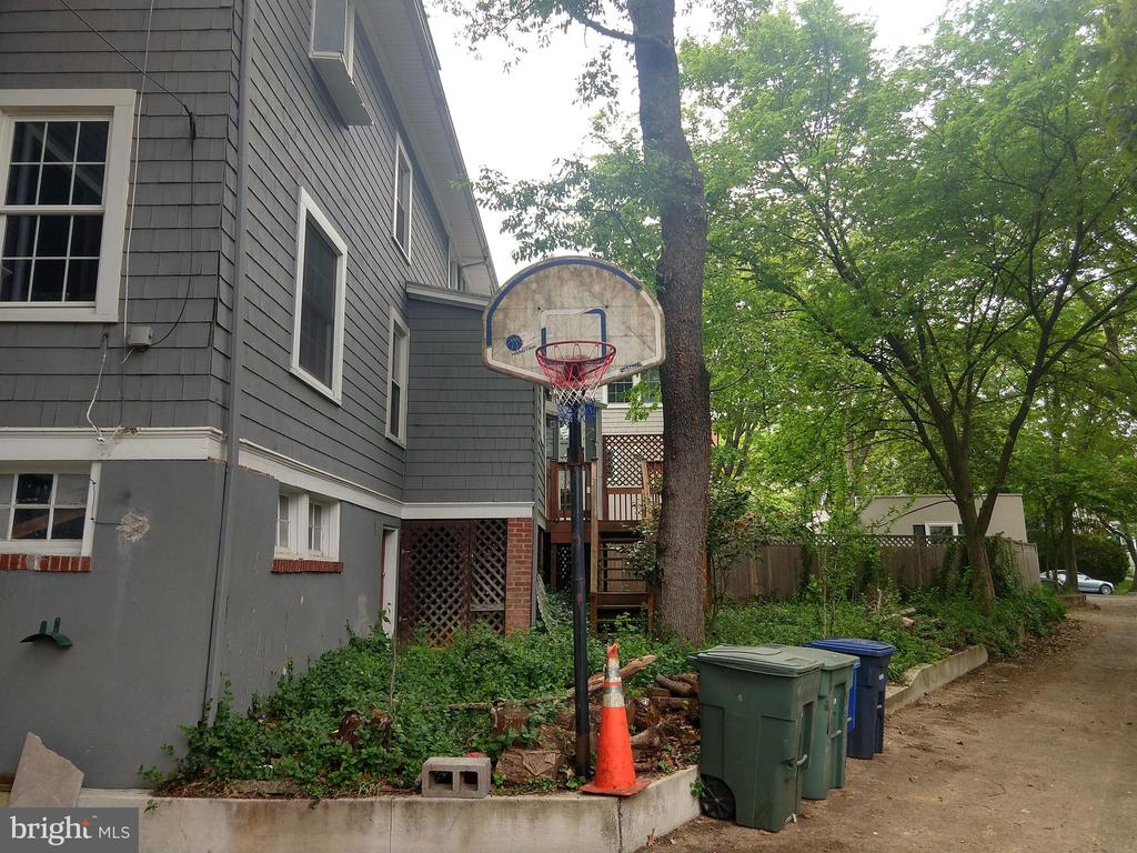 Alley Basketball Net - 2557 36TH ST NW, WASHINGTON