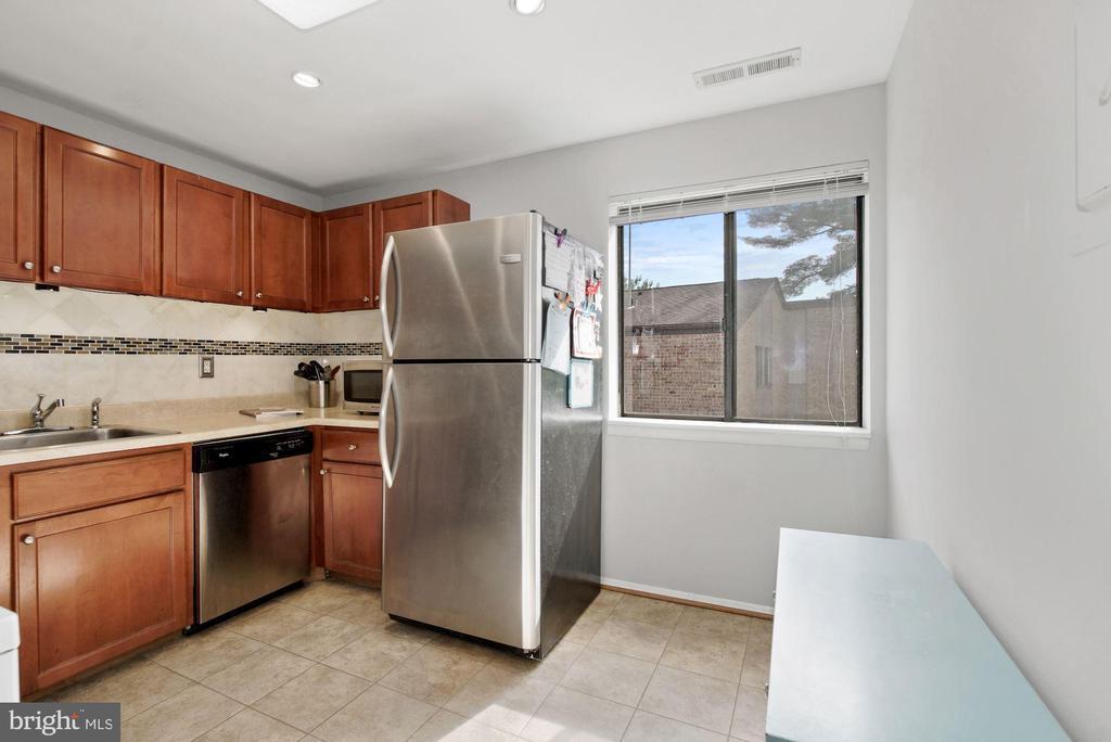 Kitchen (2 of 3) - 10100 LITTLE POND PL #1, MONTGOMERY VILLAGE