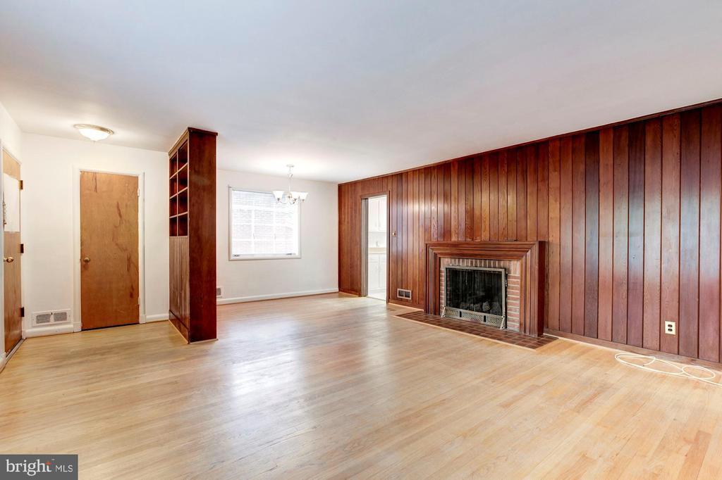 Living area - 4625 EDGEFIELD RD, BETHESDA
