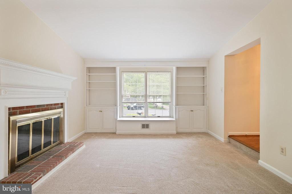 Great Room with built-in shelves and a Fire Place - 16194 SHEFFIELD DR, DUMFRIES