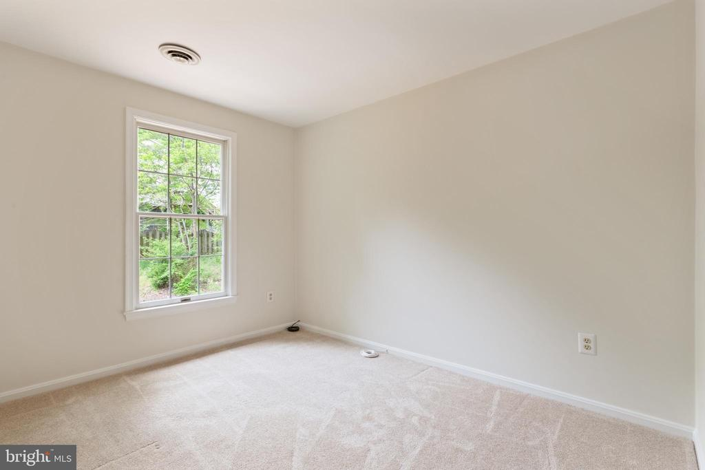 Bedroom with windows facing back of the house - 16194 SHEFFIELD DR, DUMFRIES