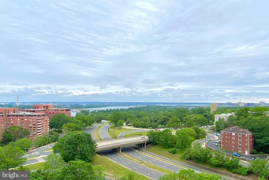 Panoramic View! - 1600 N OAK ST #1010, ARLINGTON