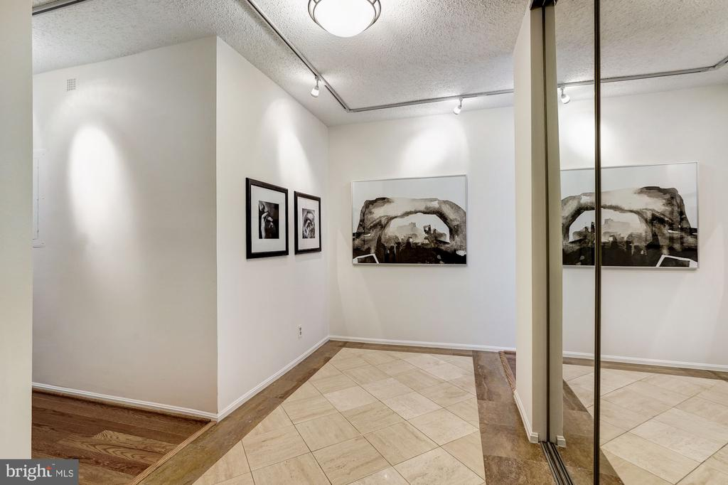 Foyer - 1600 N OAK ST #1010, ARLINGTON
