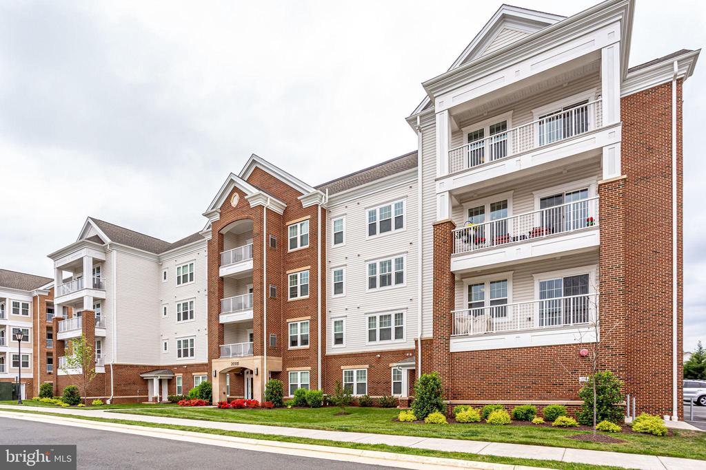 Four Level Luxury Condos - 20505 LITTLE CREEK TER #203, ASHBURN