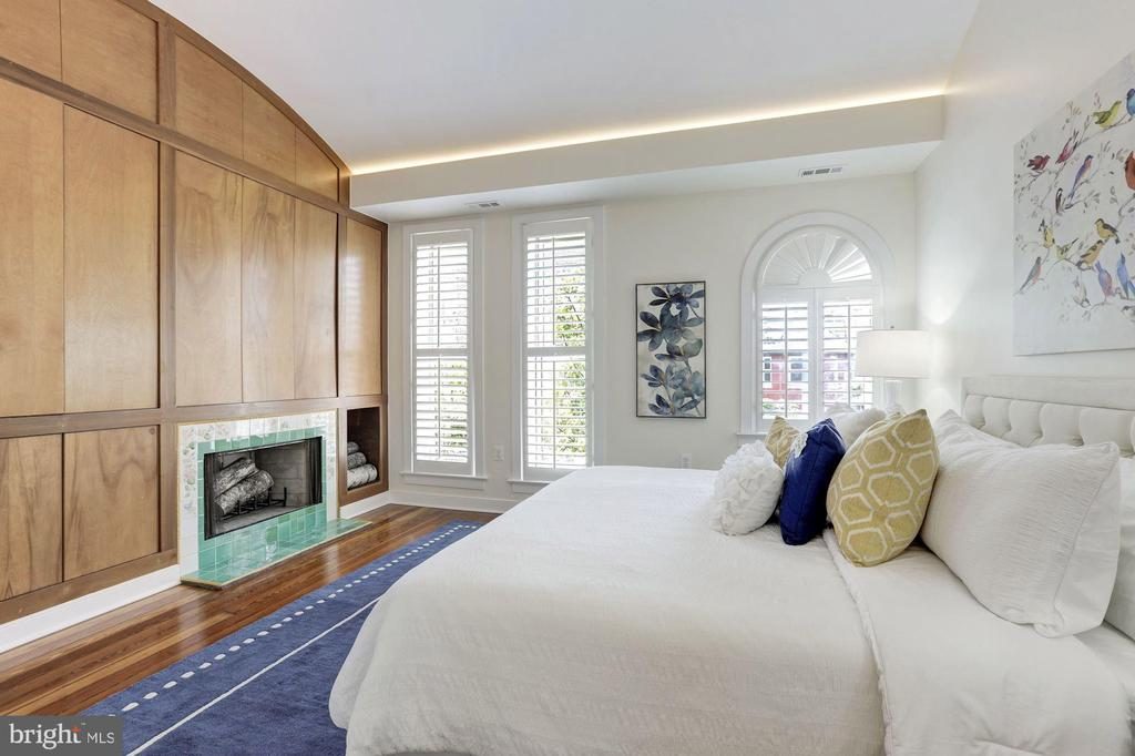 Master Suite with Fireplace - 1721 WILLARD ST NW, WASHINGTON