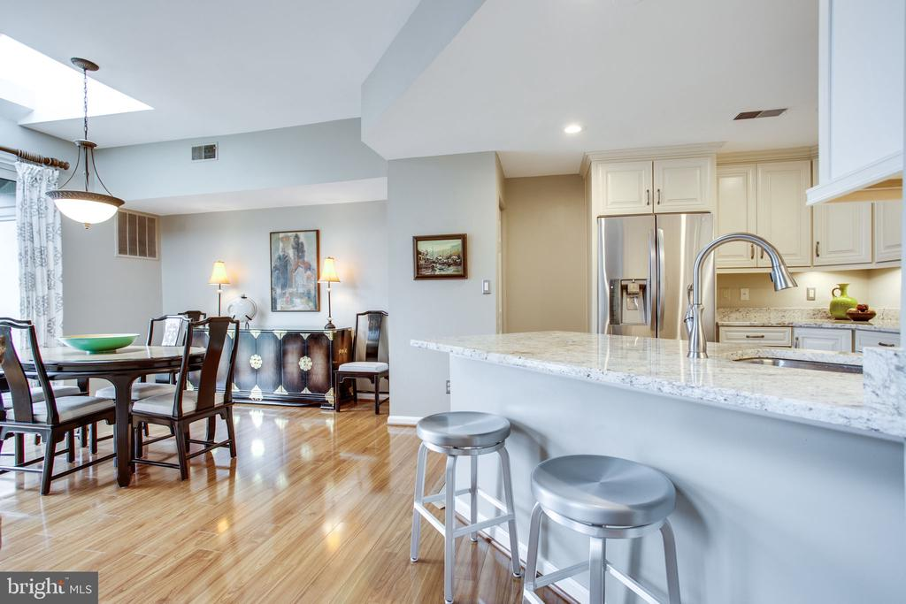 Gleaming Wide-Plank Floors on Main & Upper Levels - 11218 HARBOR CT, RESTON