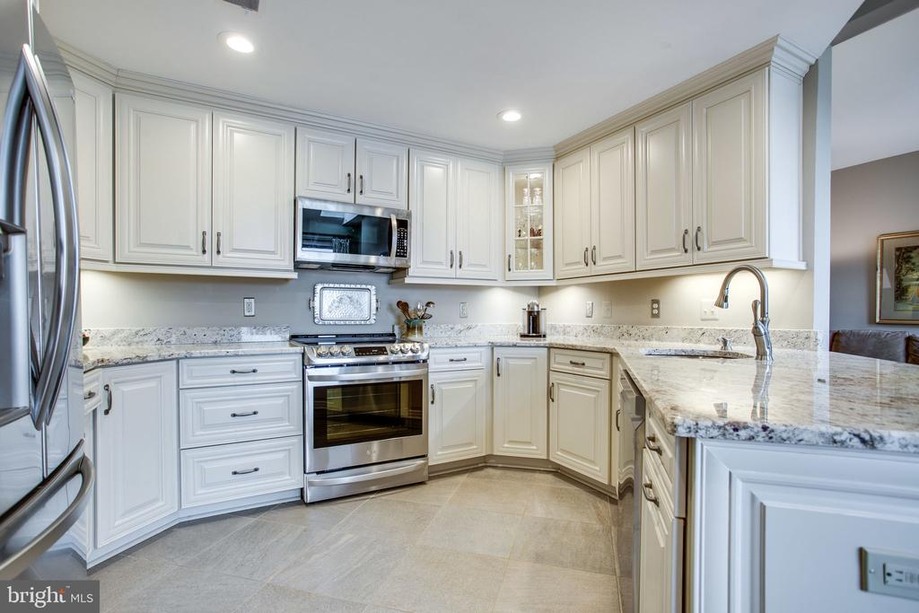 New Updated Stainless Steel Appliances - 11218 HARBOR CT, RESTON