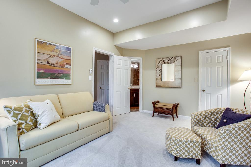2nd Bedroom/Den w/Neutral Color Carpeting - 11218 HARBOR CT, RESTON