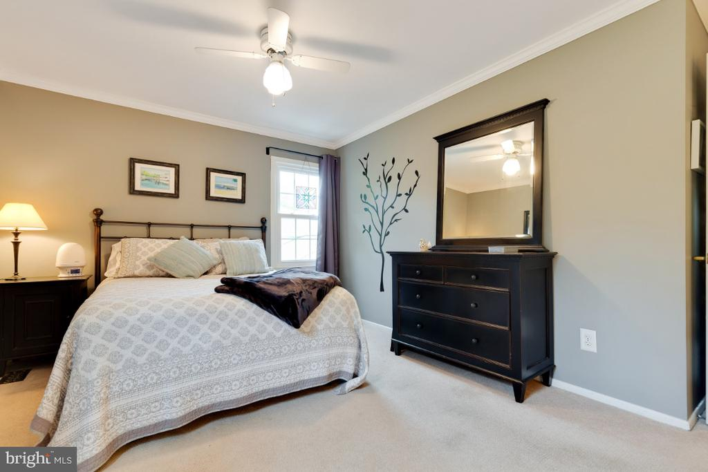 Master bedroom - 5307 CARTHAGE LN, BURKE