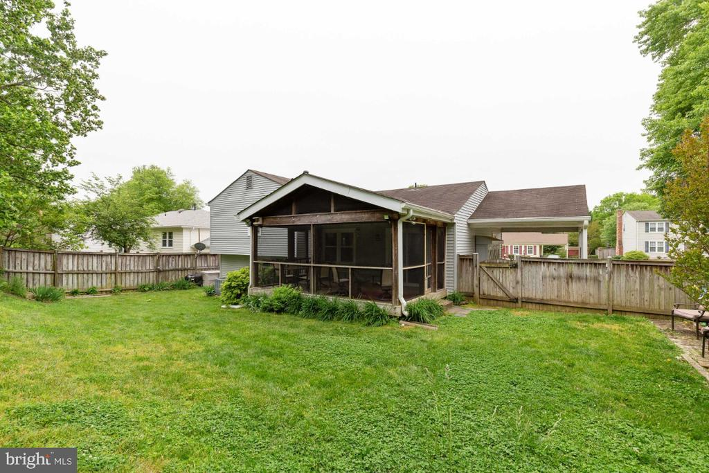 Fully fenced backyard - 5307 CARTHAGE LN, BURKE