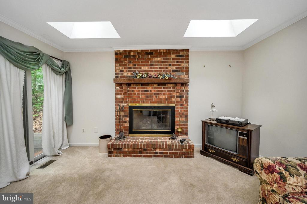 Living Room slider to deck - 4617 LAKEVIEW PKWY, LOCUST GROVE