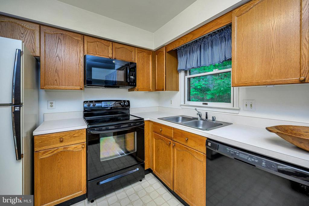 all appliance kitchen - 4617 LAKEVIEW PKWY, LOCUST GROVE