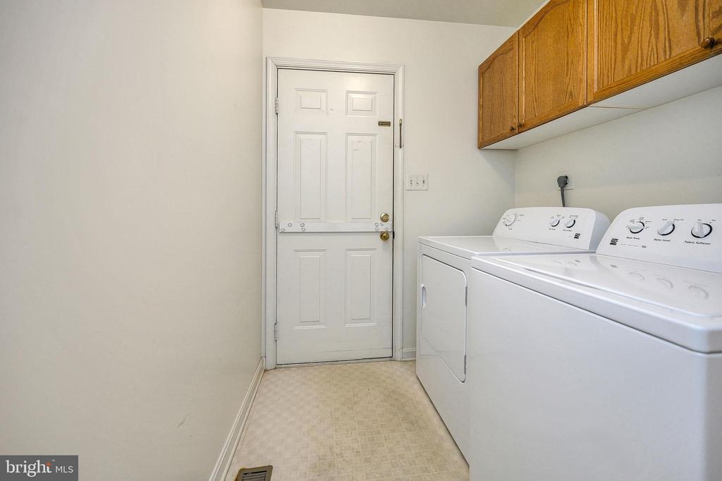 Sep Laundry Room off 2 Car Garage - 4617 LAKEVIEW PKWY, LOCUST GROVE