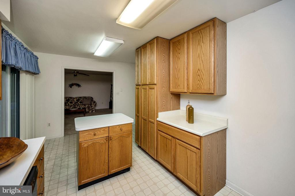 Kitchen Arch to Living Room & Pantry Cabinet - 4617 LAKEVIEW PKWY, LOCUST GROVE