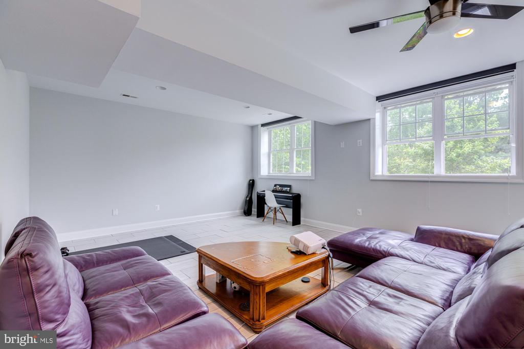 LARGE REC-ROOM WITH HIGH CEILING - 2608 3RD ST N, ARLINGTON
