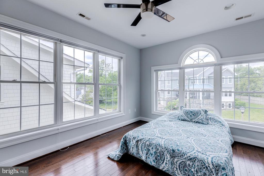 1ST BEDROOM ON 2ND FLOOR - 2608 3RD ST N, ARLINGTON