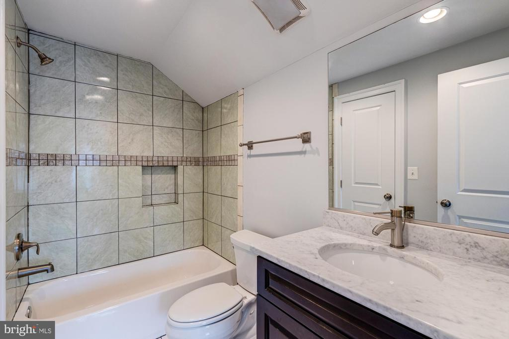FULL  BATH FOR 2 BEDROOMS ON 4TH FLOOR - 2608 3RD ST N, ARLINGTON