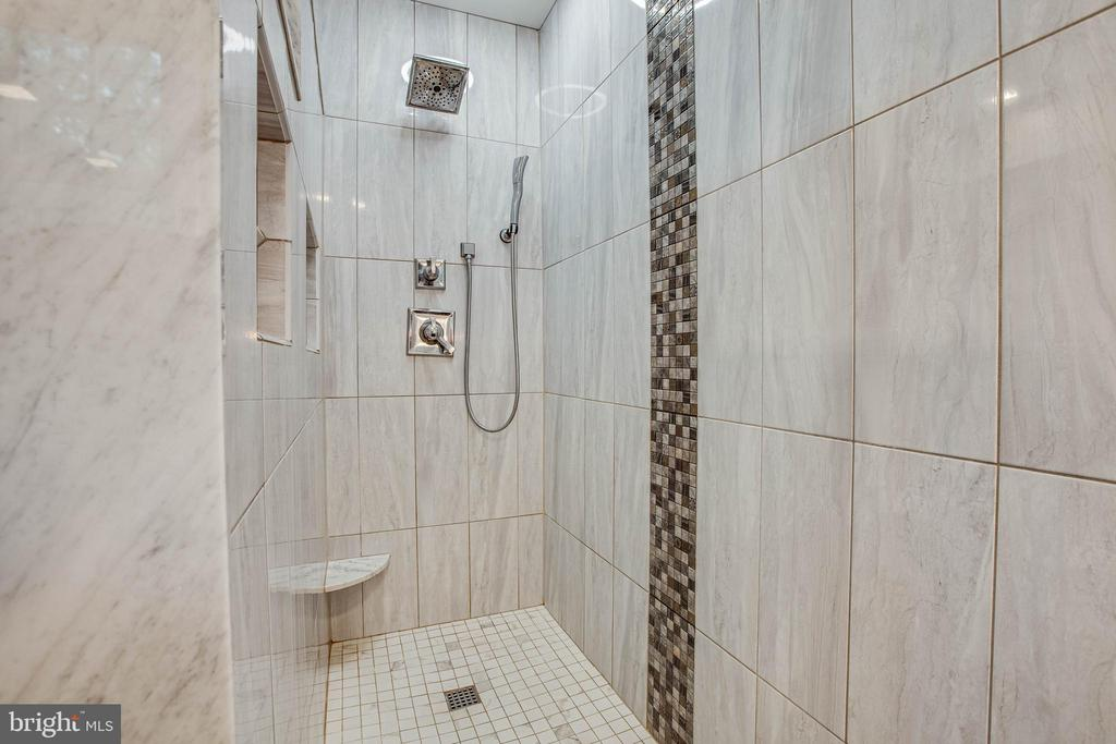 walk in shower master bath - 8205 HOWARD TRL, FREDERICKSBURG