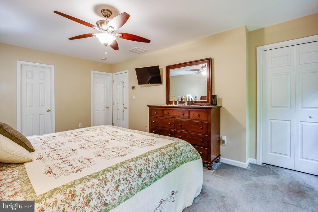 master bedroom with 2 closets - 8205 HOWARD TRL, FREDERICKSBURG