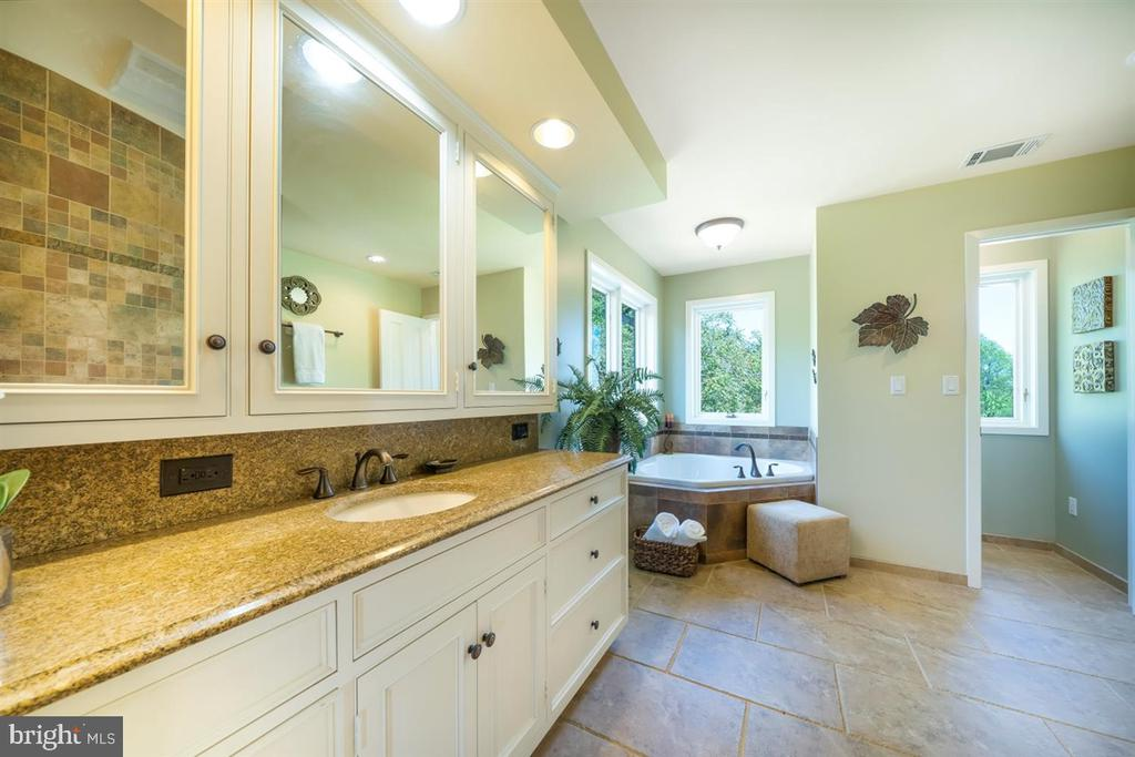 Master bath has ample counter & cabinet space - 6072 WHITE FLINT DR, FREDERICK
