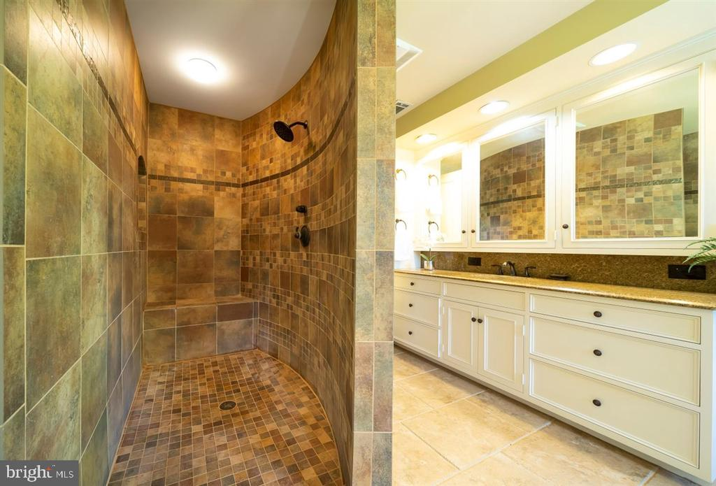Full walk-in ceramic tile shower - 6072 WHITE FLINT DR, FREDERICK