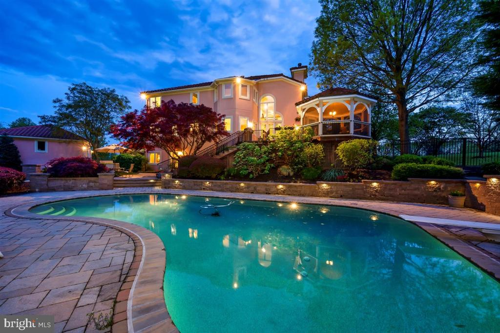 Enjoy life in this magnificent backyard. - 6072 WHITE FLINT DR, FREDERICK