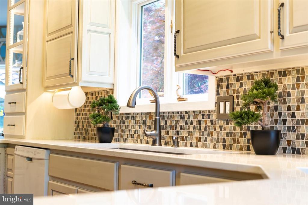 Tile backsplash & view to backyard. - 6072 WHITE FLINT DR, FREDERICK
