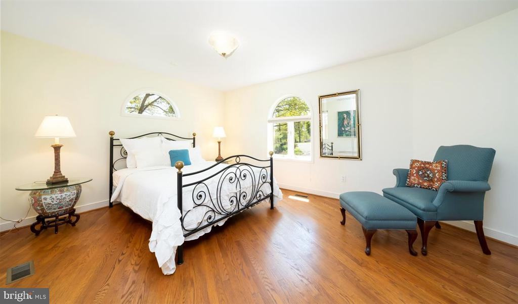 1st floor Bedroom #4 with own exterior entrance. - 6072 WHITE FLINT DR, FREDERICK