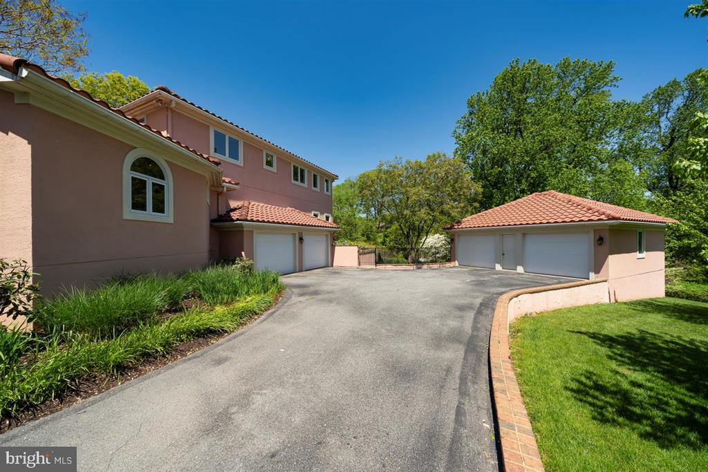 Two 2-car garages - one attached, one detached. - 6072 WHITE FLINT DR, FREDERICK