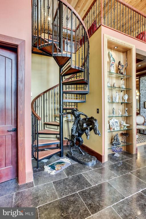 Spiral Staircase to upper den - 43093 LUCKETTS RD, LEESBURG