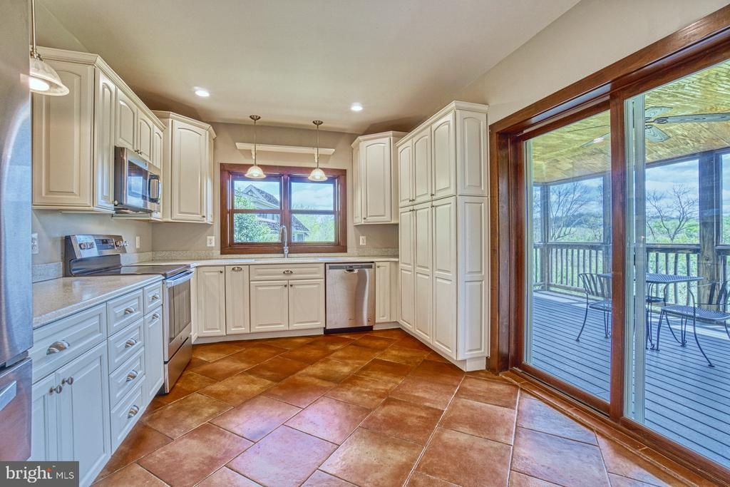 Newly Updated Kitchen leads to Screened Porch - 40985 REDWING SONG LN, LOVETTSVILLE