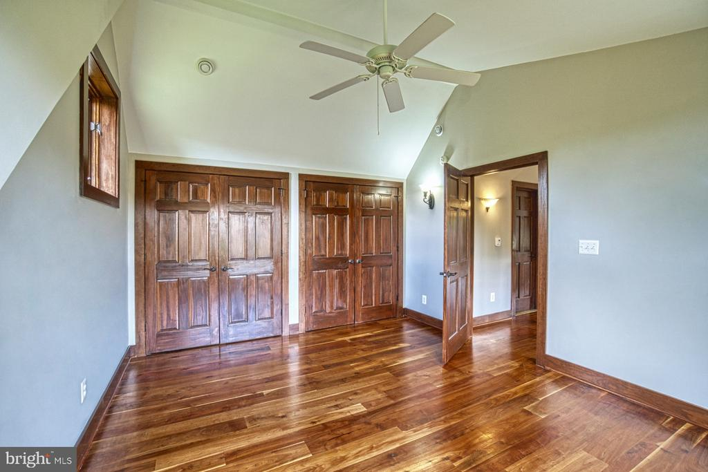 2nd Bedroom has ample closet space - 40985 REDWING SONG LN, LOVETTSVILLE