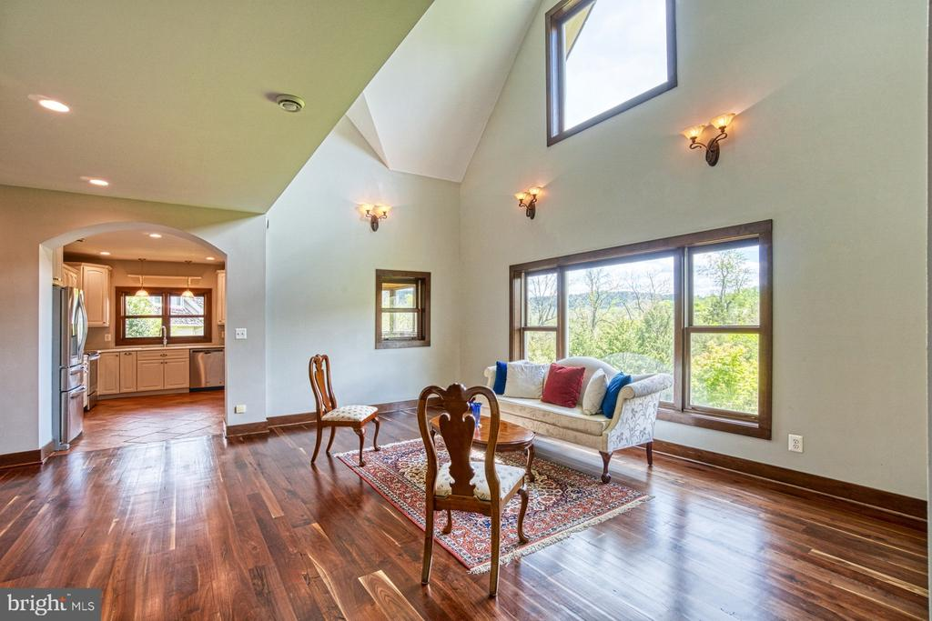 2-Story Living Room and Passive Solar Design - 40985 REDWING SONG LN, LOVETTSVILLE