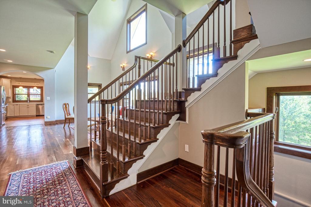 Stairway - 40985 REDWING SONG LN, LOVETTSVILLE