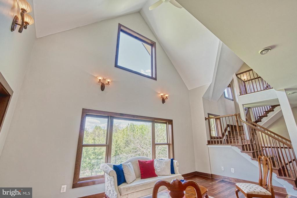 2-Story Living Room is Light Filled - 40985 REDWING SONG LN, LOVETTSVILLE