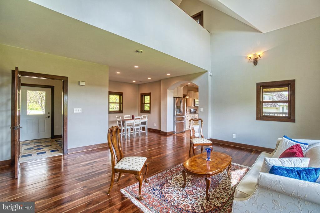 Gorgeous Walnut Hardwood Floors - 40985 REDWING SONG LN, LOVETTSVILLE